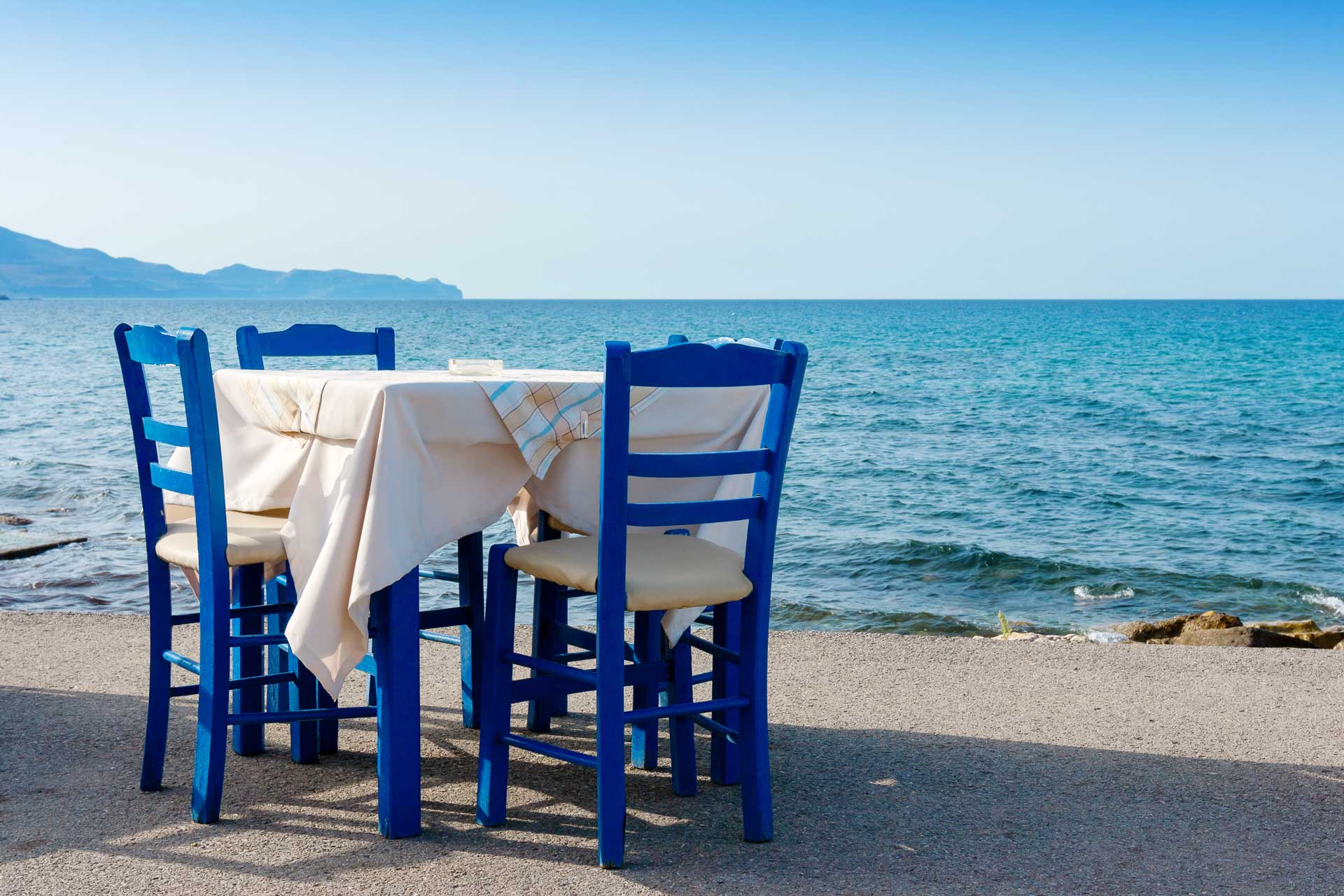 restaurant table by the sea at Kissamos